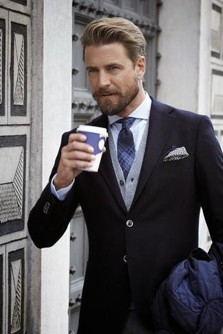 Tenue  Veste à col et boutons matelassée bleu marine, Blazer noir, Cardigan  gris, Chemise de ville à carreaux blanche   Mode hommes 4eea02340990