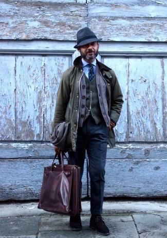 Comment porter: veste à col et boutons olive, cardigan marron, gilet en laine olive, chemise de ville bleu clair