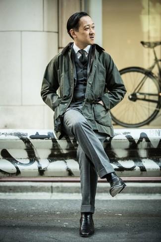 Comment porter une cravate noire: Essaie de marier une veste à col et boutons vert foncé avec une cravate noire pour une silhouette classique et raffinée. Une paire de des bottines chelsea en cuir noires est une option parfait pour complèter cette tenue.