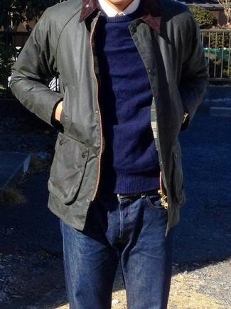 Comment porter une veste à col et boutons noire: Pour une tenue de tous les jours pleine de caractère et de personnalité associe une veste à col et boutons noire avec un jean bleu marine.