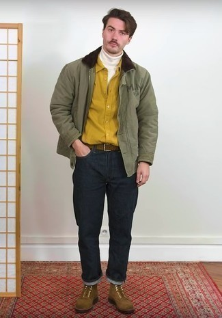 Comment porter des bottes de loisirs en daim marron: Pense à harmoniser une veste harrington olive avec un jean bleu marine pour obtenir un look relax mais stylé. Une paire de des bottes de loisirs en daim marron est une façon simple d'améliorer ton look.