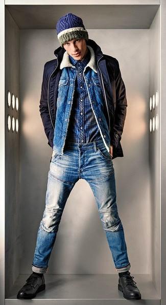 Comment porter: veste à col et boutons bleu marine, veste en jean bleue, chemise à manches longues écossaise bleu marine, jean bleu