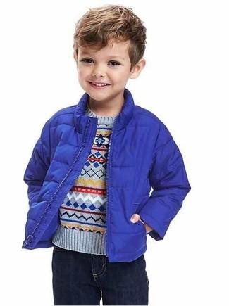 Comment porter: veste bleue, pull bleu clair, jean bleu marine