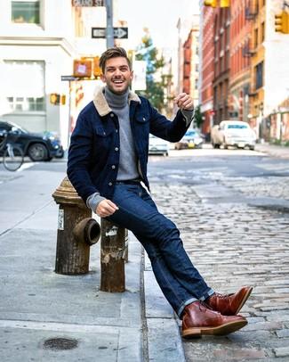 Comment porter: veste-chemise en velours côtelé bleu marine, pull à col roulé gris, jean bleu marine, bottes de loisirs en cuir marron