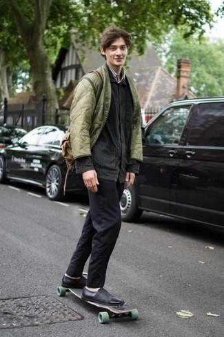 Comment porter une veste-chemise gris foncé: La polyvalence d'une veste-chemise gris foncé et d'un pantalon chino noir en fait des pièces de valeur sûre. Pourquoi ne pas ajouter une paire de des baskets à enfiler en cuir noires à l'ensemble pour une allure plus décontractée?