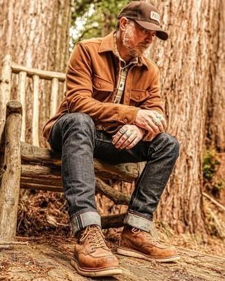 Tendances mode hommes: Associe une veste-chemise en flanelle tabac avec un jean gris foncé pour affronter sans effort les défis que la journée te réserve. Complète ce look avec une paire de bottes de loisirs en cuir marron.