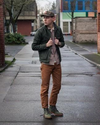 Comment porter une casquette de base-ball marron: Associe une veste-chemise vert foncé avec une casquette de base-ball marron pour un look idéal le week-end. Apportez une touche d'élégance à votre tenue avec une paire de bottes de loisirs en cuir vert foncé.
