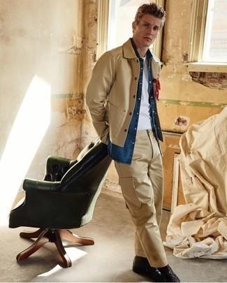 Comment porter une veste-chemise marron clair: Pense à marier une veste-chemise marron clair avec un pantalon cargo marron clair pour obtenir un look relax mais stylé. Une paire de des bottes de loisirs en cuir noires apportera une esthétique classique à l'ensemble.