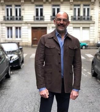 Comment porter: veste-chemise en cuir marron foncé, chemise de ville bleu clair, pantalon chino noir