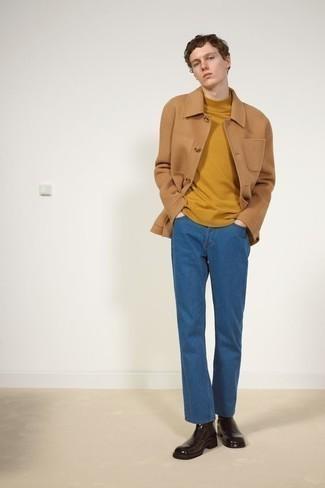 Comment porter un jean bleu: Pour créer une tenue idéale pour un déjeuner entre amis le week-end, harmonise une veste-chemise en laine marron clair avec un jean bleu. Jouez la carte classique pour les chaussures et opte pour une paire de des bottines chelsea en cuir marron foncé.