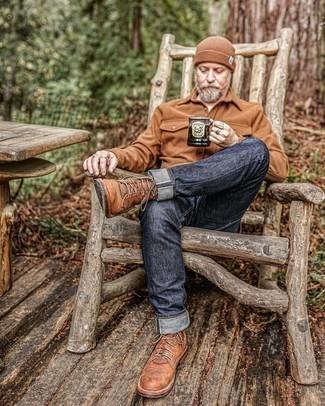 Comment porter un bonnet marron: Pour une tenue aussi confortable que ton canapé, essaie d'associer une veste-chemise en laine marron avec un bonnet marron. Jouez la carte classique pour les chaussures et complète cet ensemble avec une paire de bottes de loisirs en cuir marron.