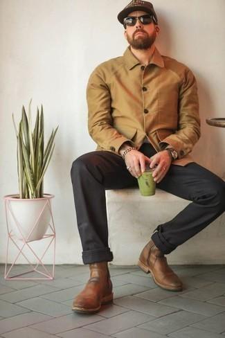 Comment porter des bottines chelsea en cuir marron: Pense à associer une veste-chemise marron clair avec un pantalon chino noir pour prendre un verre après le travail. Jouez la carte classique pour les chaussures et choisis une paire de des bottines chelsea en cuir marron.
