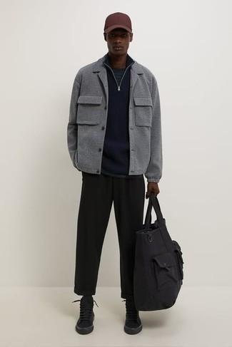 Comment porter une casquette de base-ball: Pense à associer une veste-chemise en laine grise avec une casquette de base-ball pour une tenue relax mais stylée. Une paire de baskets montantes en toile noires est une option génial pour complèter cette tenue.