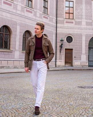 Comment s'habiller au printemps: Pense à opter pour une veste-chemise en laine marron et un jean blanc pour obtenir un look relax mais stylé. Une paire de slippers en daim marron foncé ajoutera de l'élégance à un look simple. Ce look est juste superbe pour le printemps.