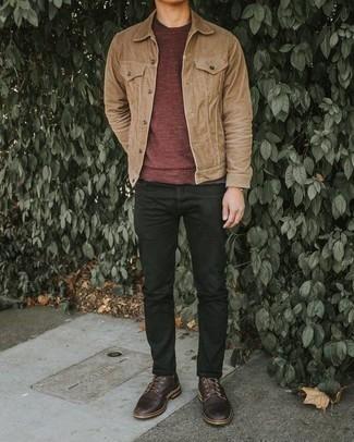 Comment porter une veste-chemise marron clair: Pense à harmoniser une veste-chemise marron clair avec un jean noir pour un look de tous les jours facile à porter. Opte pour une paire de des chaussures derby en cuir marron foncé pour afficher ton expertise vestimentaire.
