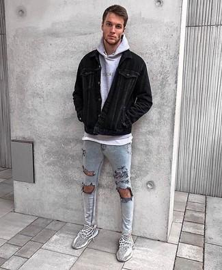 Comment porter: veste-chemise en velours côtelé noire, sweat à capuche gris, t-shirt à col rond blanc, jean skinny déchiré gris