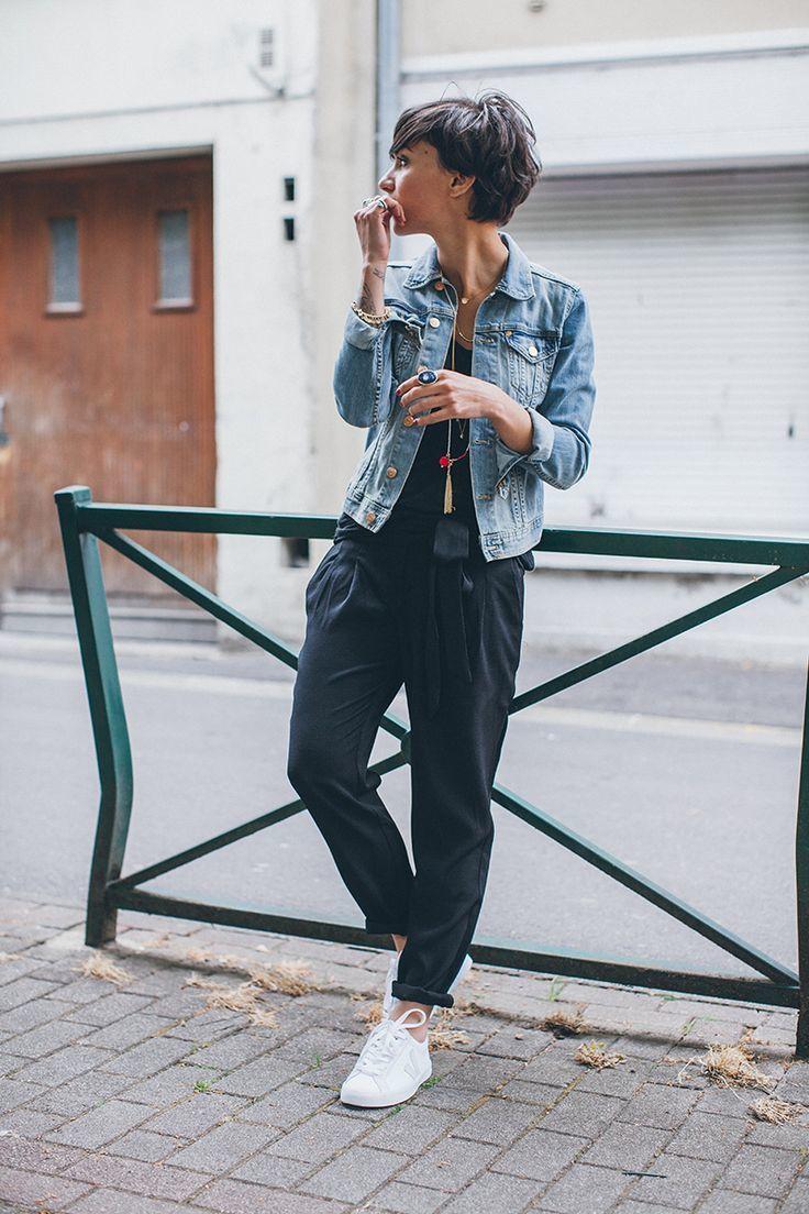 En Porter Bleue Une Jean Avec Claire Comment Veste Baskets Des 716AZWFqq