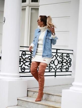 Comment porter: veste en jean bleu clair, robe-pull blanche, cuissardes en daim roses