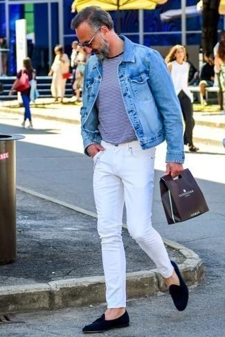 Comment porter des mocassins à pampilles en daim: Essaie d'harmoniser une veste en jean bleu clair avec un jean blanc pour une tenue confortable aussi composée avec goût. Jouez la carte classique pour les chaussures et opte pour une paire de des mocassins à pampilles en daim.