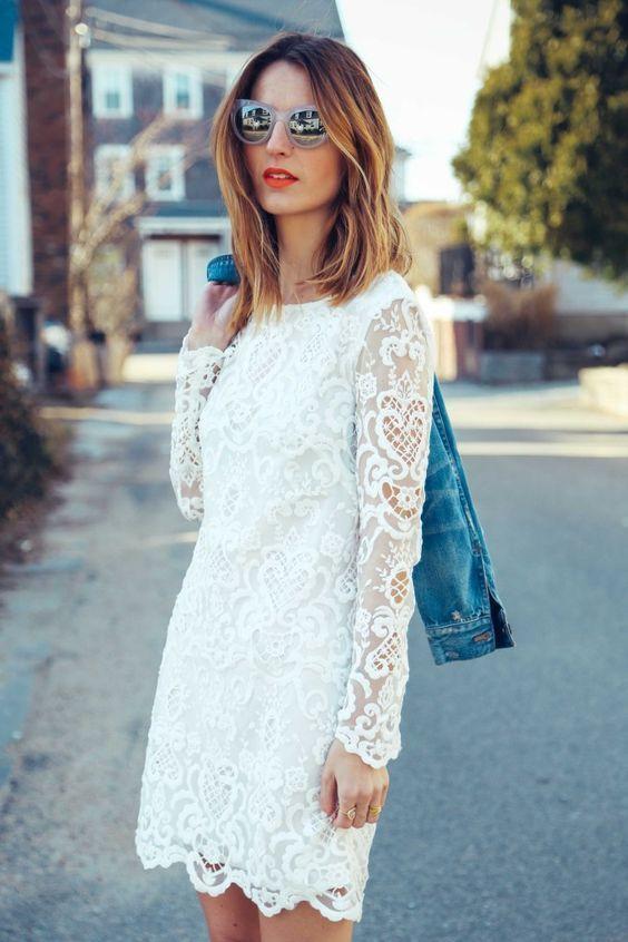 Porter une robe en dentelle blanche