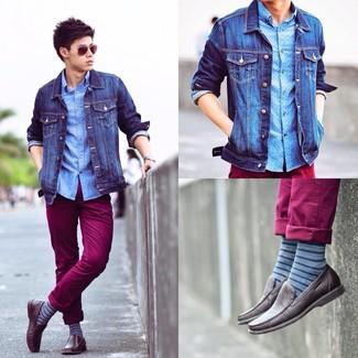 Comment porter des chaussettes à rayures horizontales bleues: Associe une veste en jean bleue avec des chaussettes à rayures horizontales bleues pour une tenue idéale le week-end. Jouez la carte classique pour les chaussures et complète cet ensemble avec une paire de des mocassins en cuir marron foncé.