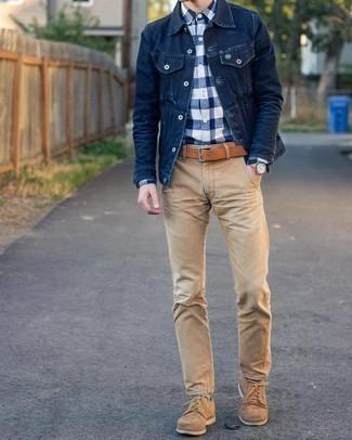Comment porter des chaussettes multicolores: Pense à marier une veste en jean bleu marine avec des chaussettes multicolores pour une tenue idéale le week-end. D'une humeur audacieuse? Complète ta tenue avec une paire de chaussures derby en daim marron clair.
