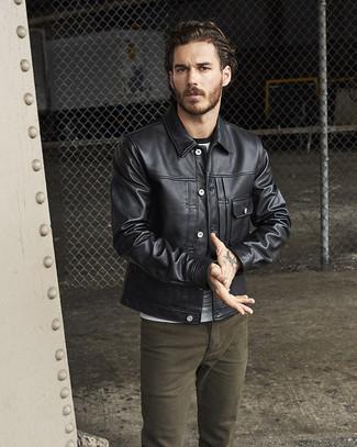 Comment porter: veste en jean en cuir noire, t-shirt à col rond gris, jean olive