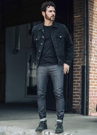 Tendances mode hommes: Pour une tenue de tous les jours pleine de caractère et de personnalité harmonise une veste en jean noire avec un jean gris foncé. Habille ta tenue avec une paire de des bottes de loisirs en cuir vert foncé.