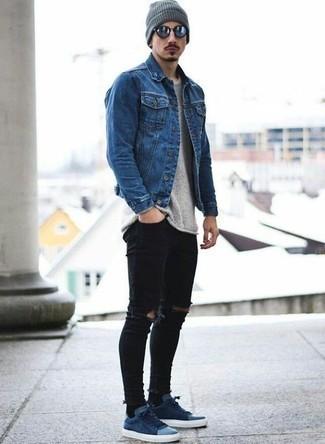 Comment porter un jean skinny avec des baskets basses: Opte pour une veste en jean bleue avec un jean skinny pour un look idéal le week-end. Une paire de des baskets basses est une option astucieux pour complèter cette tenue.
