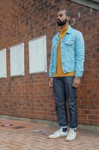 Comment porter des chaussettes bleu marine: Associe une veste en jean bleu clair avec des chaussettes bleu marine pour un look idéal le week-end. Habille ta tenue avec une paire de des baskets basses en toile blanches.