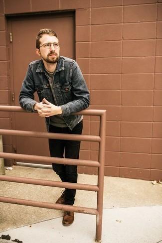 Comment porter un sweat-shirt gris: Associe un sweat-shirt gris avec un jean noir pour une tenue confortable aussi composée avec goût. Jouez la carte classique pour les chaussures et fais d'une paire de des bottes de loisirs en cuir marron ton choix de souliers.