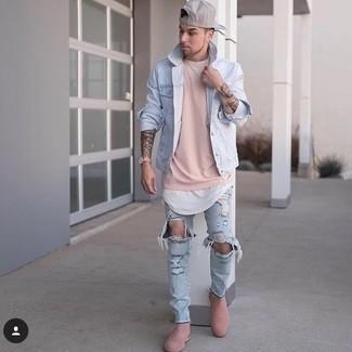 Comment porter: veste en jean bleu clair, sweat-shirt rose, t-shirt à col rond blanc, jean skinny déchiré bleu clair
