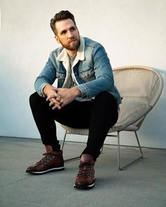 Comment porter un t-shirt à col boutonné gris: Opte pour un t-shirt à col boutonné gris avec un jean noir pour une tenue idéale le week-end. D'une humeur audacieuse? Complète ta tenue avec une paire de bottes de travail en cuir marron.