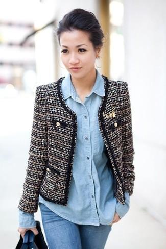 Comment porter: veste en tweed noire et blanche, chemise en jean bleu clair, jean skinny bleu