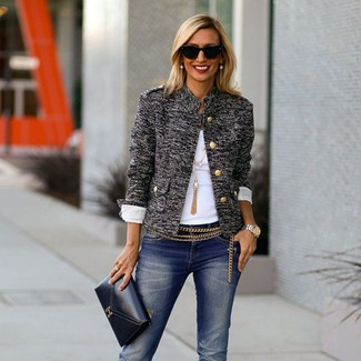 Comment porter une ceinture dorée: Pense à harmoniser une veste en tweed grise avec une ceinture dorée pour créer un look génial et idéal le week-end.