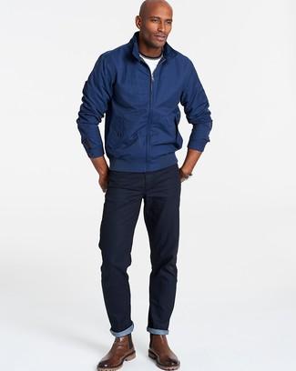 Comment porter: veste harrington bleu marine, t-shirt à col rond blanc, jean bleu marine, bottines chelsea en cuir marron