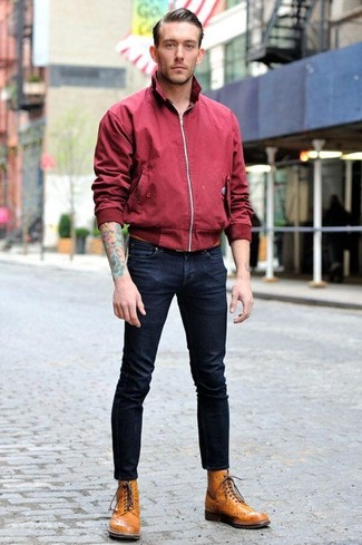 Comment porter: veste harrington bordeaux, jean skinny bleu marine, bottes brogue en cuir marron clair