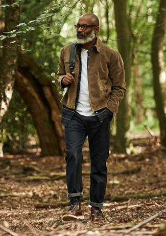 Comment porter: veste harrington marron, chemise à manches longues écossaise bleu marine, t-shirt à col rond blanc, jean bleu marine