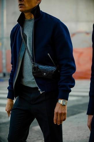 Comment porter une montre argentée: Associe une veste harrington bleu marine avec une montre argentée pour une tenue relax mais stylée.