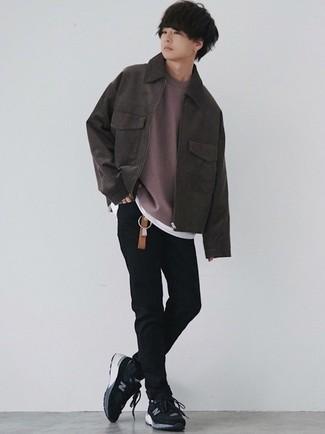 Comment s'habiller à l'adolescence: Associe une veste harrington en daim marron foncé avec un jean skinny noir pour un look de tous les jours facile à porter. Pourquoi ne pas ajouter une paire de chaussures de sport noires et blanches à l'ensemble pour une allure plus décontractée?