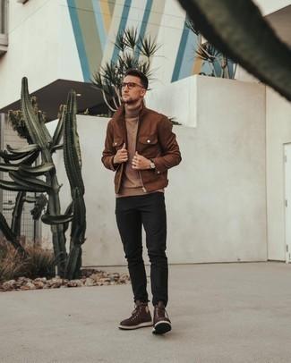 Comment porter des lunettes de soleil transparentes: Essaie d'harmoniser une veste harrington en daim marron avec des lunettes de soleil transparentes pour un look idéal le week-end. Une paire de bottes de loisirs en cuir marron foncé rendra élégant même le plus décontracté des looks.