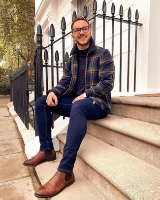 Comment porter des bottines chelsea en cuir marron: Opte pour une veste harrington écossaise bleu marine avec un jean skinny bleu marine pour un look confortable et décontracté. Jouez la carte classique pour les chaussures et assortis cette tenue avec une paire de bottines chelsea en cuir marron.