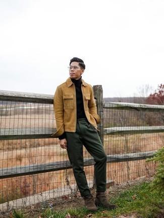 Comment porter des bottines chelsea en daim marron foncé: Marie une veste harrington en velours côtelé marron clair avec un pantalon chino vert foncé pour une tenue idéale le week-end. Jouez la carte classique pour les chaussures et choisis une paire de des bottines chelsea en daim marron foncé.