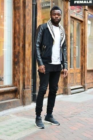 Comment porter une veste harrington en daim noire: Pense à porter une veste harrington en daim noire et un jean noir pour une tenue idéale le week-end. Une paire de chaussures de sport bleu marine apporte une touche de décontraction à l'ensemble.