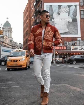 Comment porter des bottines chelsea en daim marron: Pense à porter une veste harrington orange et un jean blanc pour un déjeuner le dimanche entre amis. Jouez la carte classique pour les chaussures et fais d'une paire de bottines chelsea en daim marron ton choix de souliers.