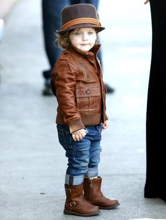 Comment porter: veste en cuir marron, jean bleu, bottes en cuir marron, chapeau marron foncé