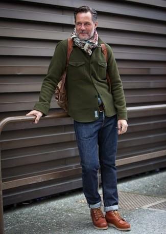 Comment porter: veste militaire olive, chemise à manches longues écossaise bleue, jean bleu marine, baskets montantes en cuir tabac