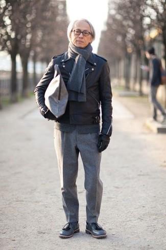 Comment porter des chaussures derby en cuir bleu marine après 50 ans: Pense à harmoniser une veste motard en cuir noire avec un pantalon de costume en laine gris pour prendre un verre après le travail. Une paire de des chaussures derby en cuir bleu marine rendra élégant même le plus décontracté des looks.