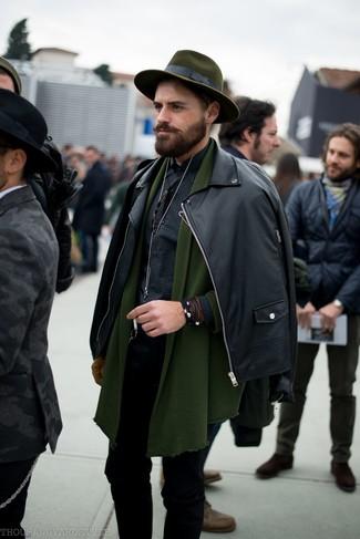Comment porter: veste motard en cuir noire, cardigan à col châle olive, chemise à manches longues en vichy noire, jean skinny noir