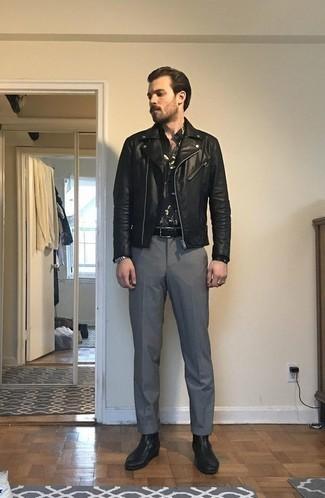 Comment porter une ceinture en cuir tressée noire: Harmonise une veste motard en cuir noire avec une ceinture en cuir tressée noire pour un look idéal le week-end. Une paire de des bottines chelsea en cuir noires ajoutera de l'élégance à un look simple.